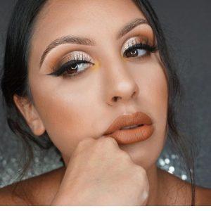 How to paste false mink eyelasheswithoutlargetrace?